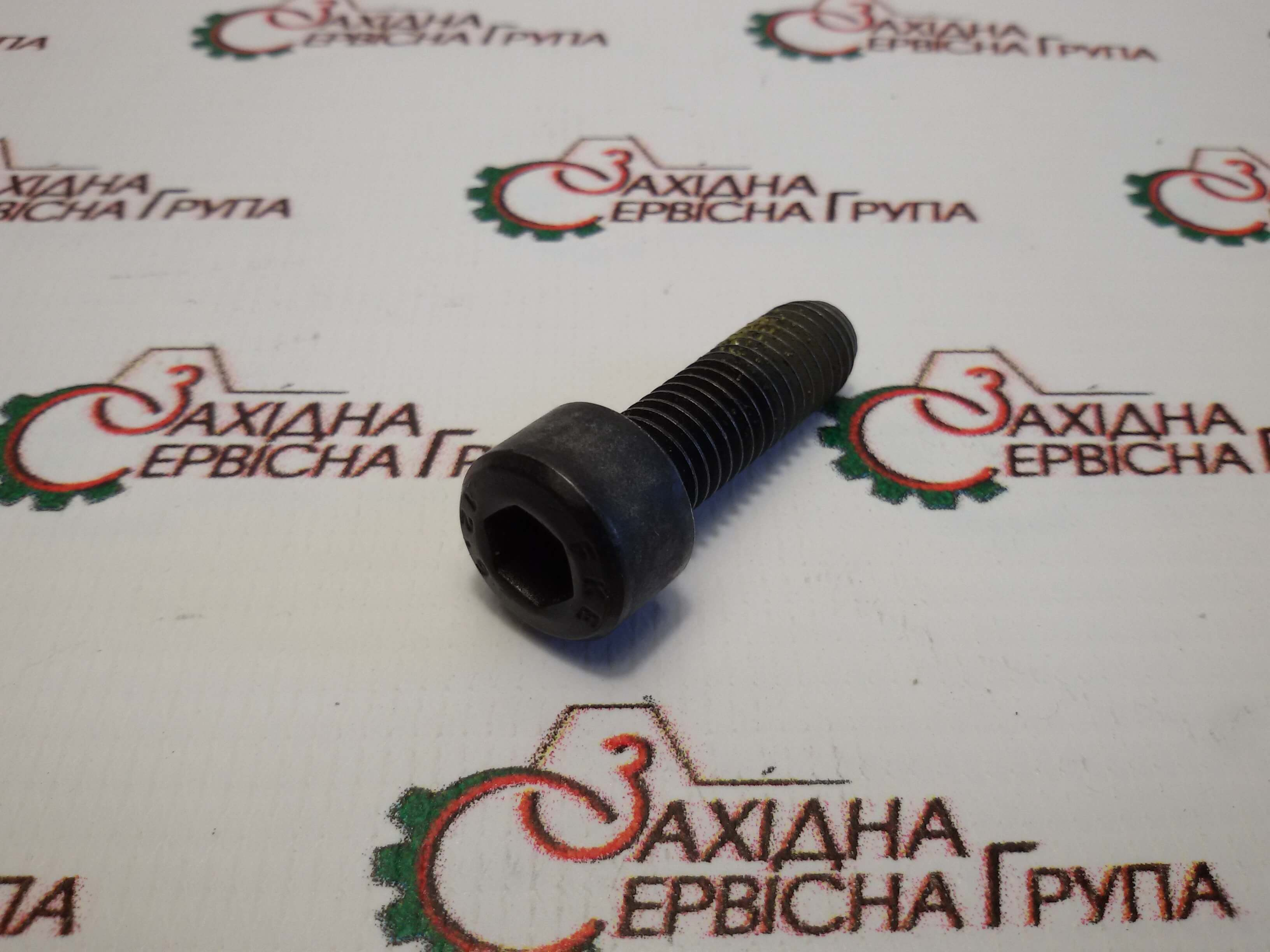 Болт кріплення адаптера шестерні компресора Cummins ISX15, QSX15, 3681898.