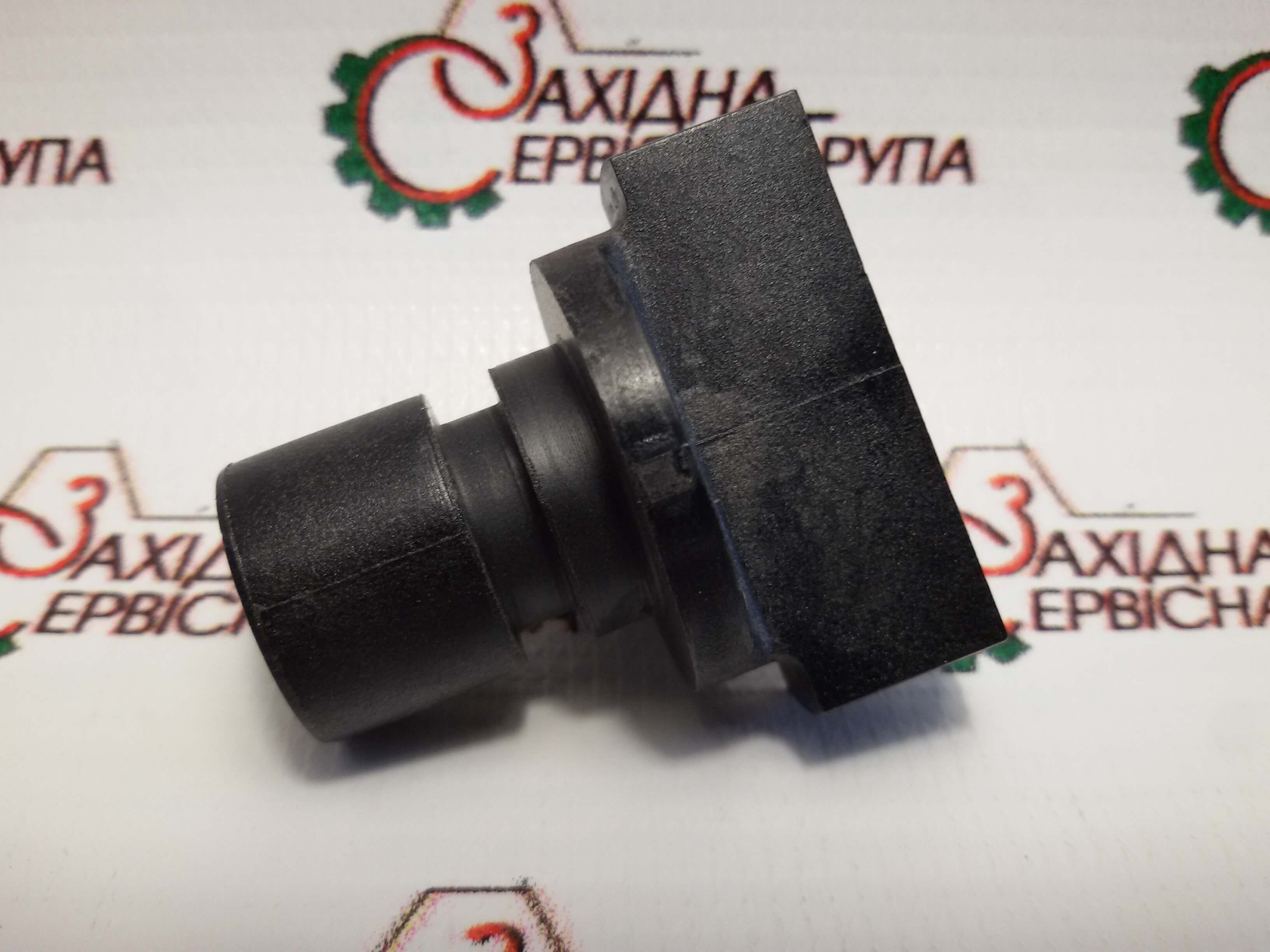 Клапан головки фільтра охолоджуючої рідини Cummins QSC, QSL, 3943740.