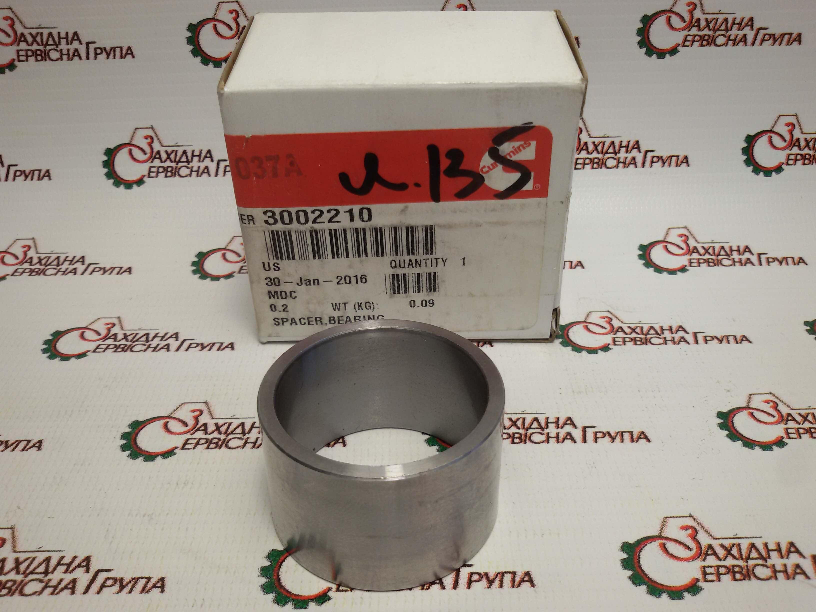 Втулка распорная подшипника ступицы вентилятора Cummins KTA19, 3002210.